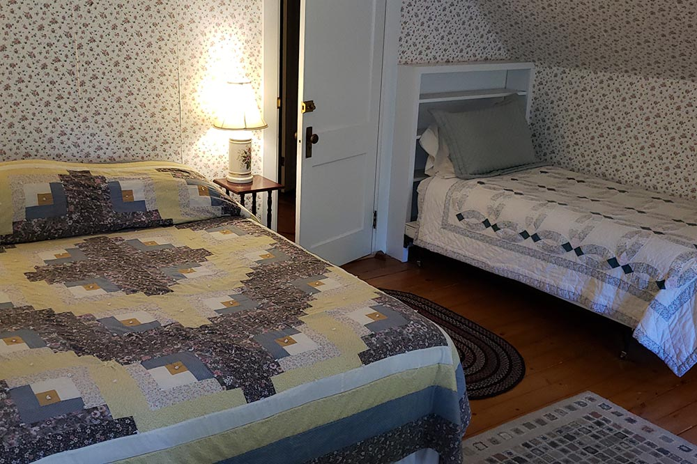 Hawks Inn guest room