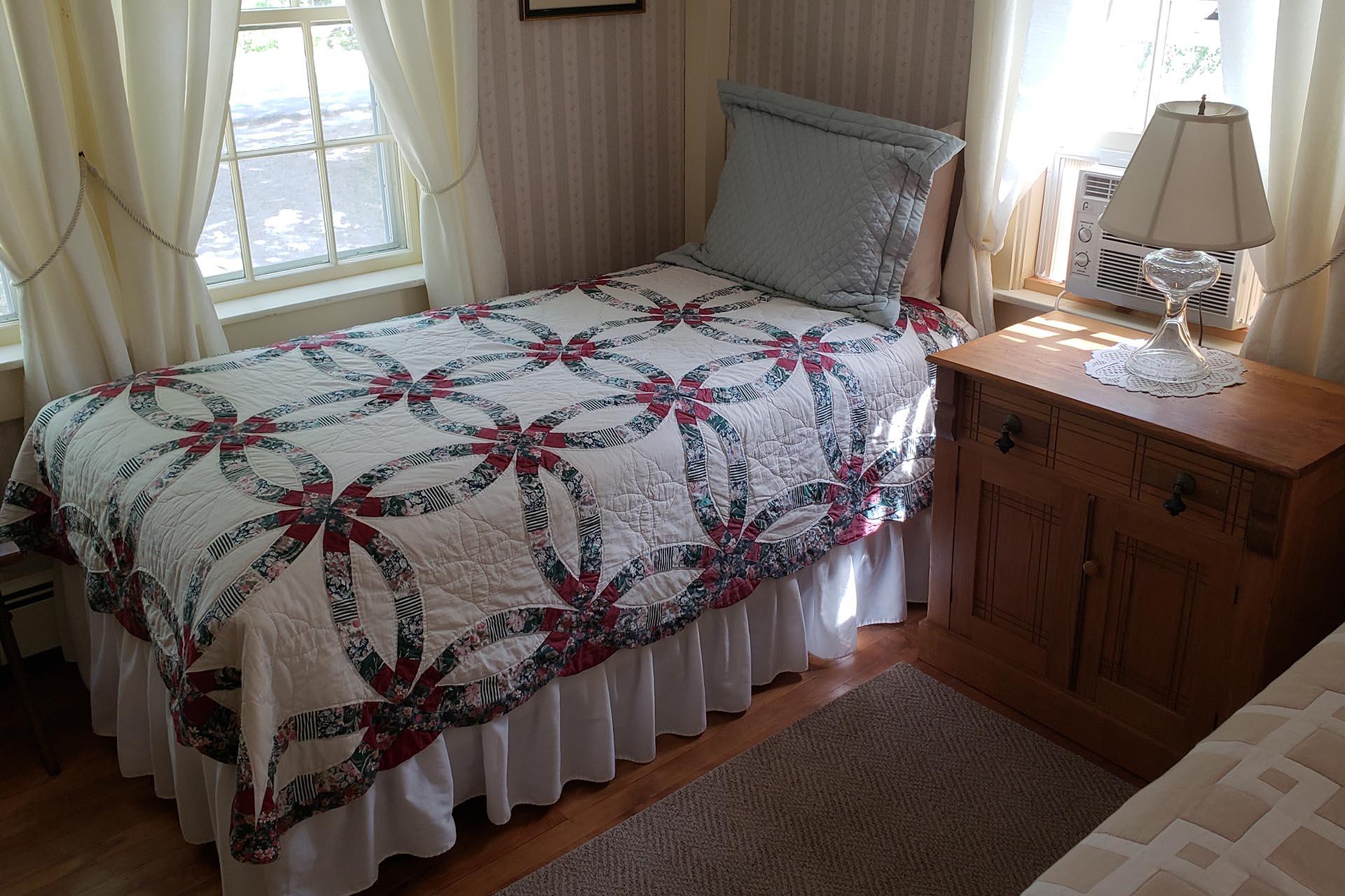 Hawks Inn Room 3